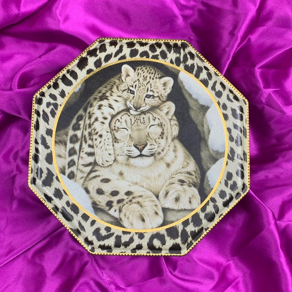 Leopard Metal Container